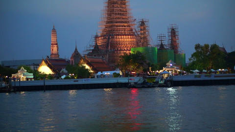 Wat Arun, Temple of The Dawn, Thailand at dusk Footage