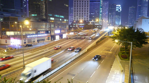 Traffic on the overpass junction in the night. Real time shot Live影片