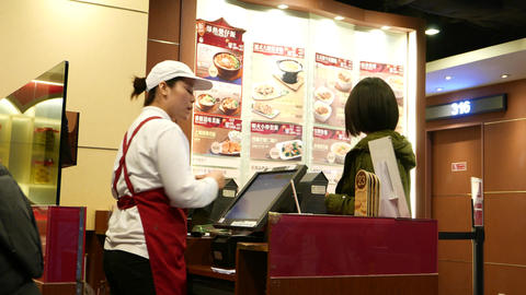 Client make order to cashier, cashier receive money Stock Video Footage