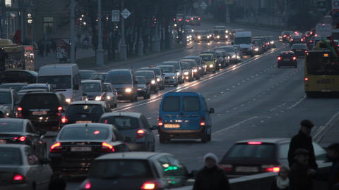 1080p Ungraded: Heavy Traffic on Street in Evening Footage