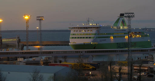 Cruise liner mooring in twilight Footage