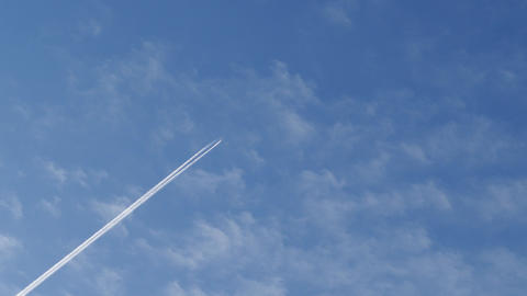 trace of an airplane flying high in the sky, 4k Footage