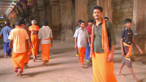 MUDARAI, INDIA – SEP 23, 2011: Hindu Believers in Meenakshi Temple Footage