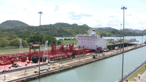 Container Ship in Panama Canal ライブ動画
