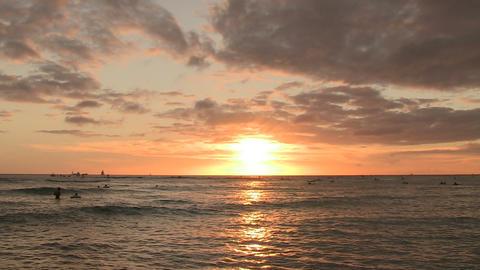 Tourists Swimming in Pacific Ocean, Waikiki ライブ動画