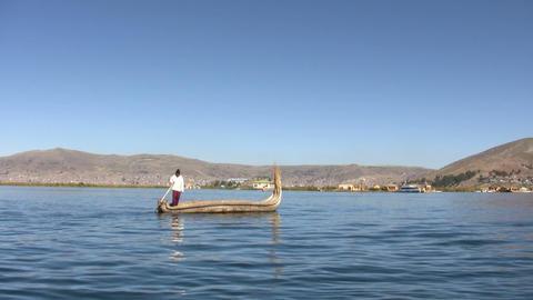 Man rowing reed boat on lake ライブ動画