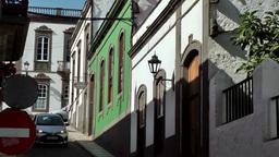 Spain Gran Canary Arucas 018 cars driving in steep colorful street Sek Footage