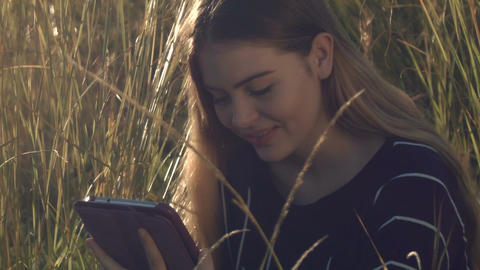 young teenage girl on ipad tablet inteacting with social media GIF 動畫